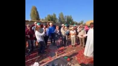 Photo of فيديو.. مواطن يفتح مزرعته في البدع لاستقبال السياح وتعريفهم بثقافة البلد