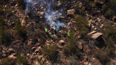 Photo of صور: الدفاع المدني يخمد الحرائق التي اجتاحت غابات جبال الحشر بجازان