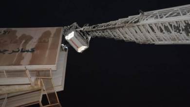 Photo of بالصور: شخص يحاول الانتحار من أعلى لوحة بحي الأندلس في جدة