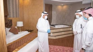 """Photo of وزير السياحة يتفقد عدداً من مرافق الإيواء قبل تسليمها لـ""""الصحة"""" لاستخدامها في الحجر الصحي -صور"""