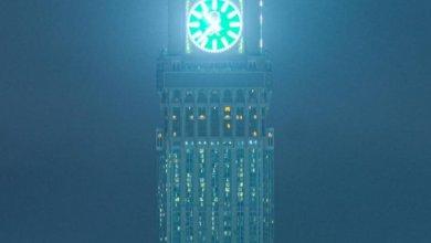 Photo of شاهد من مكة.. الضباب يعانق برج الساعة في منظر جميل