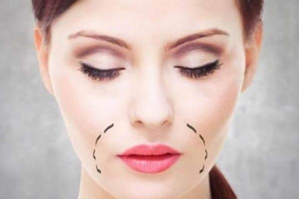 طريقة التخلص من السواد حول الفم وأسبابه