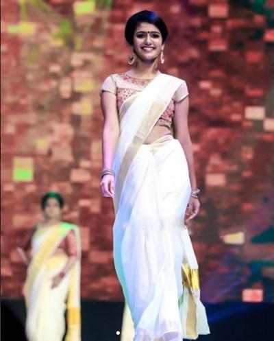 Priya Prakash Varrier Photos , Priya Prakash Hd Image