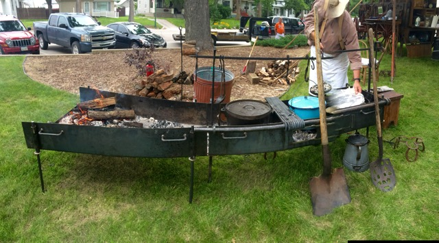 Monte Deckerd's Chuckwagon self designed dutch oven grill