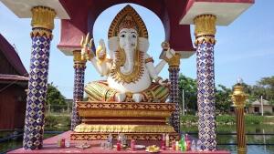 Besuch beim Buddha Das ist kein Müllplatz aber die Opfergaben irritieren manchmal schon ein wenig