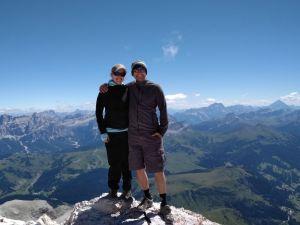Weltreisende Gipfelstürmer auf dem Piz Boè (3152m) in Südtirol