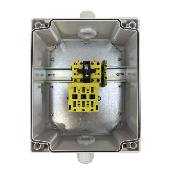 Interrupteur sectionneur cadenassable en coffret 3P+T • Avec porte fusible intégré 10 x 38 • 32 A