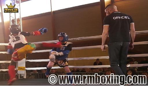 Demba Dembele (RMB) en high-kick sauté