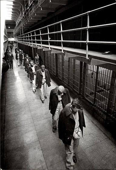 Last prisoners of Alcatraz leaving, 1963