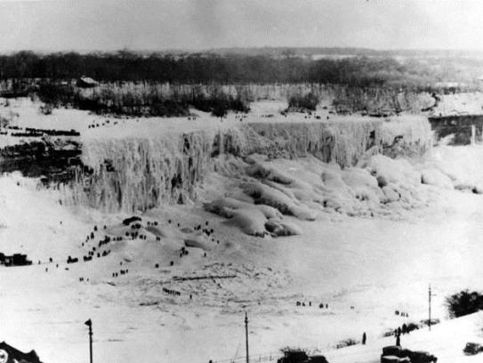 Frozen Niagara Falls, 1911