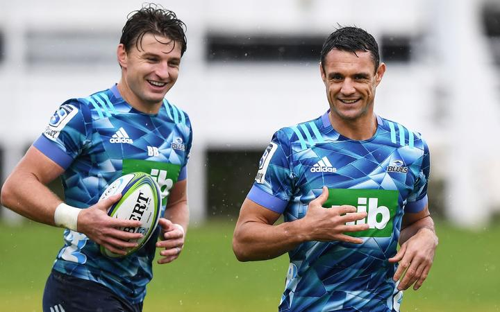 Beauden Barrett and Dan Carter during a Blues Super Rugby training session as rugby training resumes after the Covid 19 lockdown. Alexandra Park, Auckland, New Zealand. 4 June 2020.