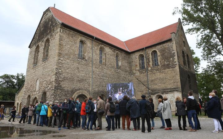 05 September 2020, Saxony-Anhalt, Halberstadt: Visitors stand in front of the Burchardi Church to experience the change of sound.