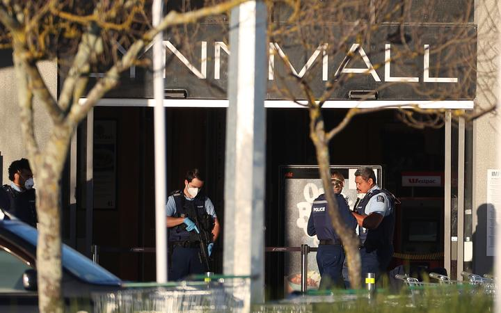 AUCKLAND, NEW ZEALAND - SEPTEMBER 04: Armed police guard Lynnmall the morning after a suspected terrorist attack on September 04, 2021 in Auckland, New Zealand.