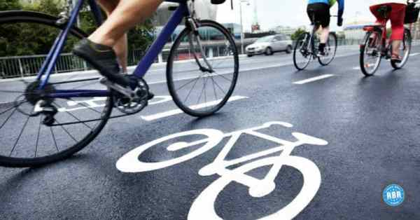 How to Ride a Bicycle Safely on Wet Roads or in the Rain