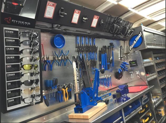 Velofix.Van.Inside.Tools.WEB