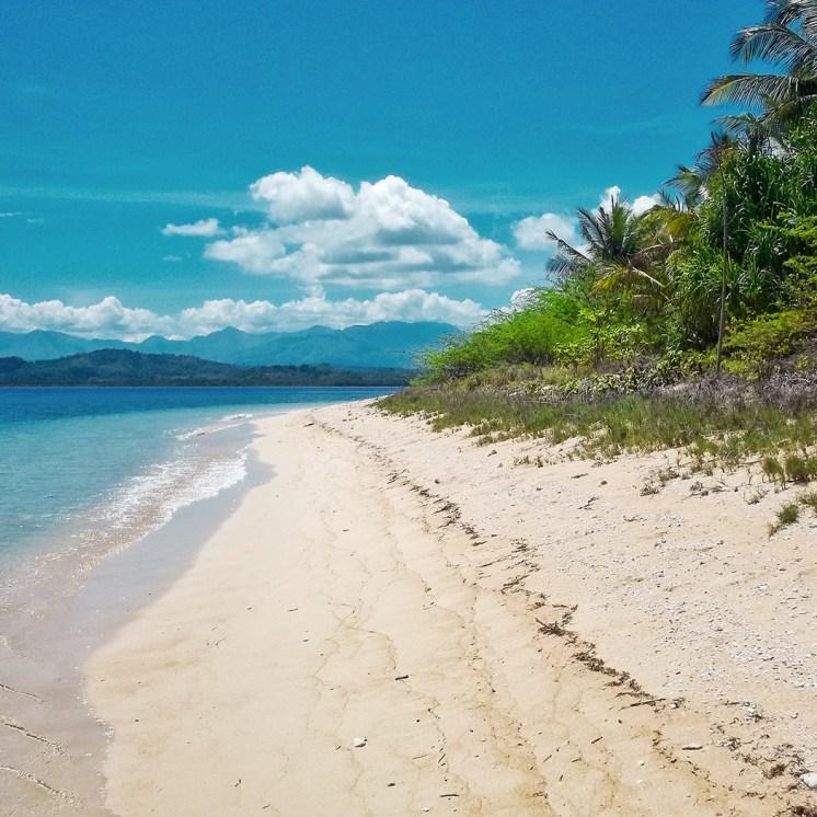 Filippine in moto, la spiaggia dell'isola Pandan