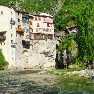 Pont-en-Royans, noto come il villaggio delle case sospese