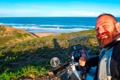 Portogallo in moto, scogliere sull'Atlantico