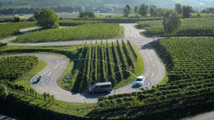 Scudo digitale Bosch, la comunicazione multi-hop fra più veicoli