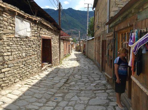 villaggio lahiclahic Il Caucaso dell'Azerbaijan, attraverso Turchia e Georgia