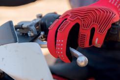 tur-tucano-urbano-nuovo-sito-web-guanti-rosso