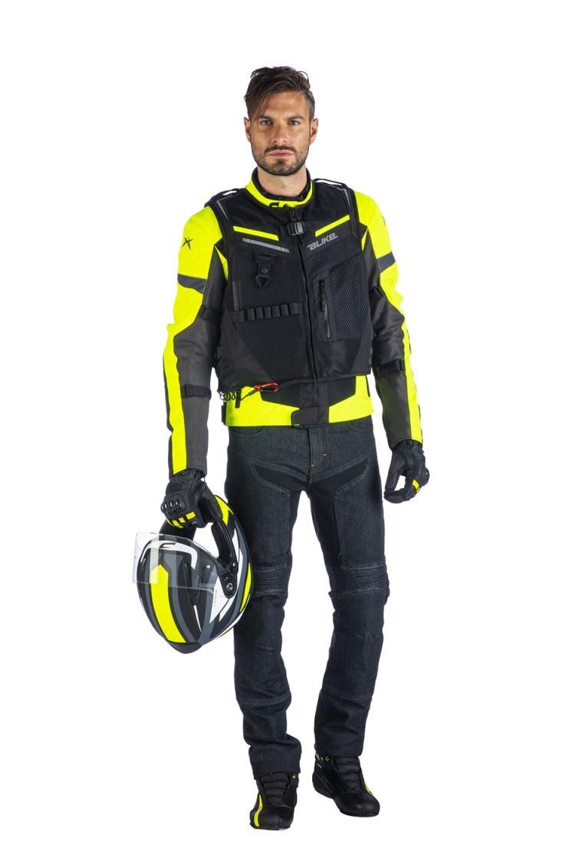 gilet-airbag-a-bag-full-link-alike-indossato-figura-intera