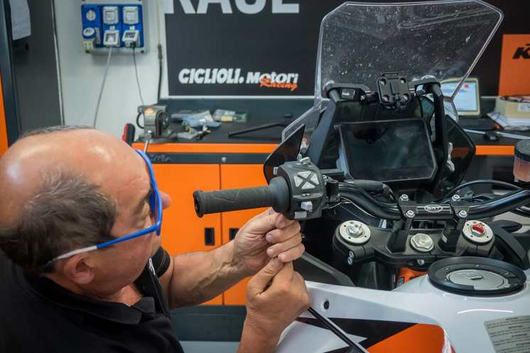 giglioli-motori-monta-manubrio-srt-factory-su-ktm-1290-super-adventure-r