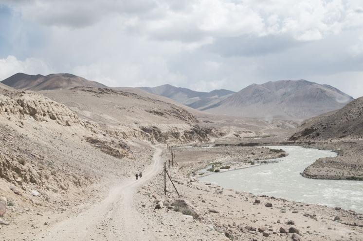 pamir-highqay-tagikistan-in-moto