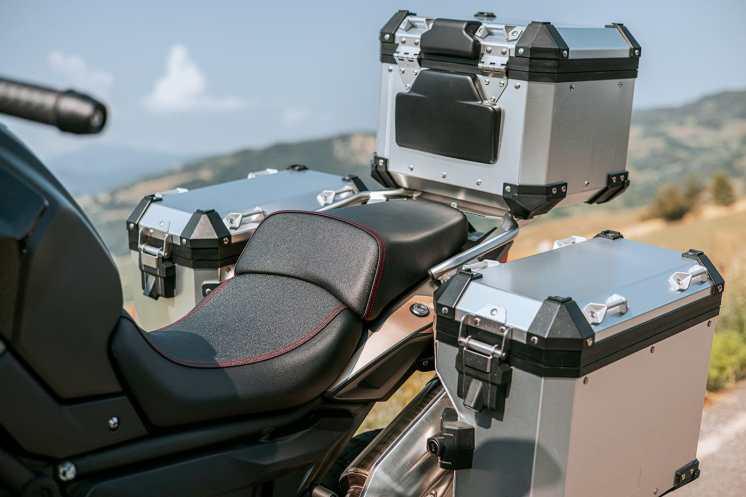 voge-valico-650dsx-schienale-valigia