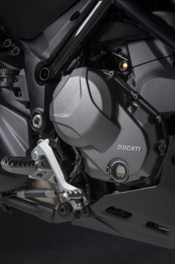 ducati-multistrada-v2-motore-testastretta-carter-alleggeriti