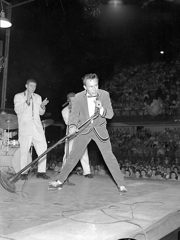 JOK onstage in Brisbane, 1959
