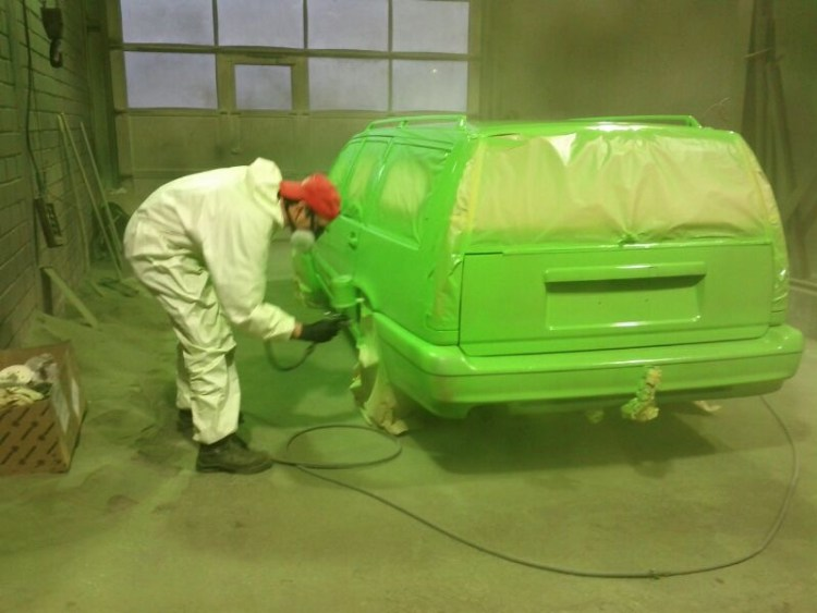Lackierung des Volvos