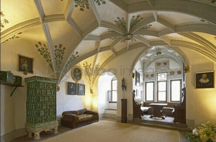 Eltz-Burg-Castle-Fahnensaal-Banner-Hall