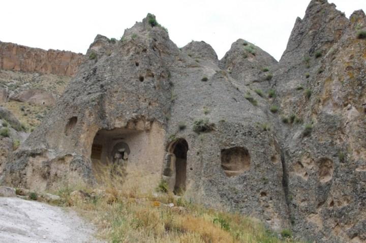 Soganly valley - holly sante Barrara - thahtali kilise - close up
