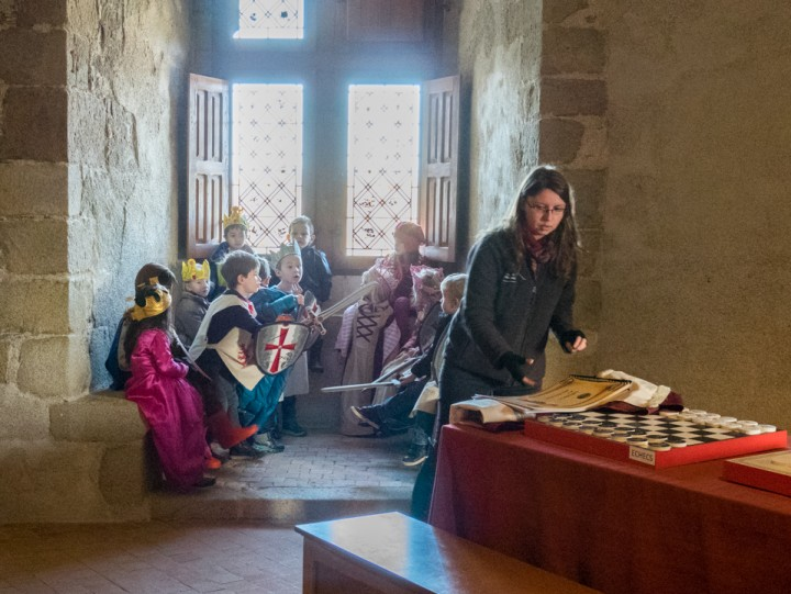 Suscinio castle - kids playing kings, knights and princesses
