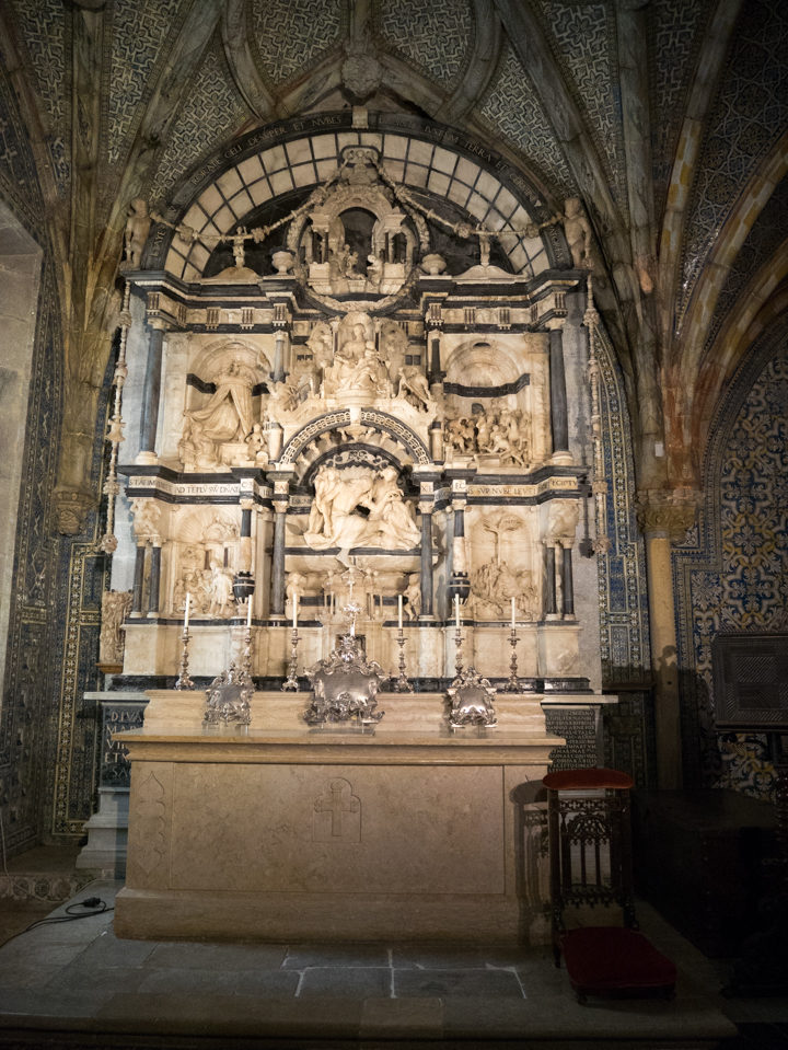 The 16th century altarpiece of the Pena Palace chapel - Sintra, Portugal - Learn more on roadtripsaroundtheworld.com