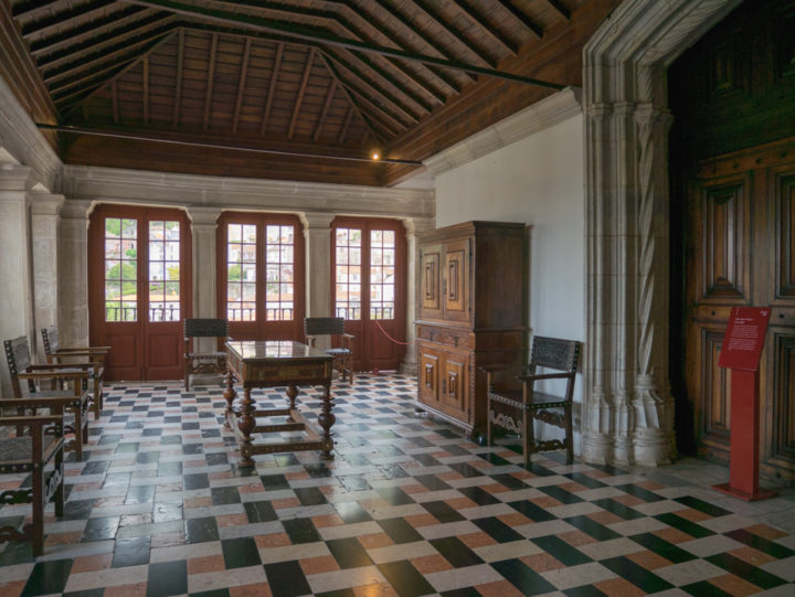 Entrance room - Sintra Palace - Portugal - Learn more on RoadTripsaroundtheWorld.com