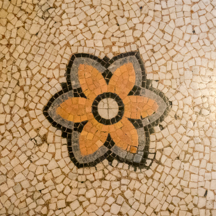 a-coton-flower-the-symbole-of-manchester-town-hall-tiles-manchester-learn-more-on-www-roadtripsaroundtheworld-com