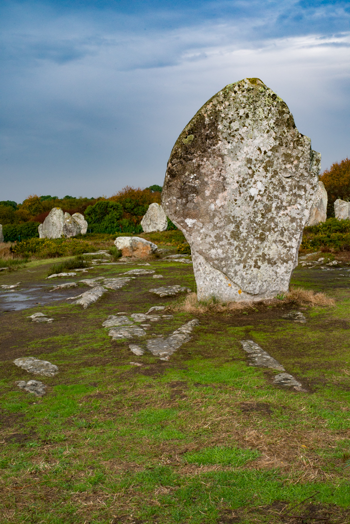 standing-stome-at-le-menec-carnac-stones-brittany-france-learn-more-on-road-trips-around-the-world