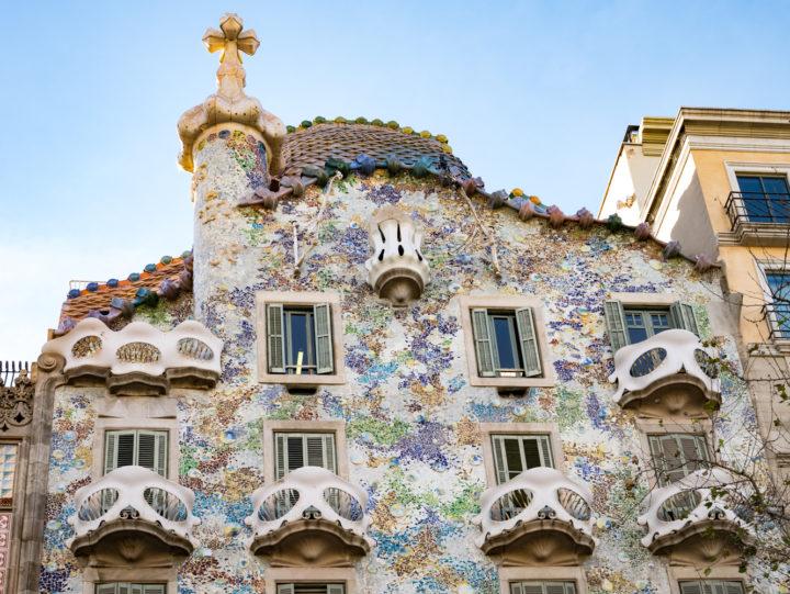 Casa batll in barcelona one of gaudi 39 s masterpieces - Casa mila or casa batllo ...
