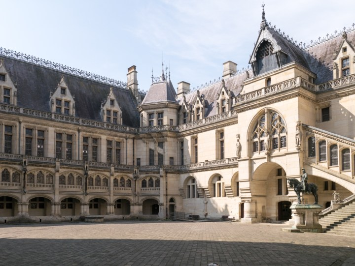The main courtyard at the Chateau de Pierrefonds, France - www.RoadTripsaroundtheWorld.com