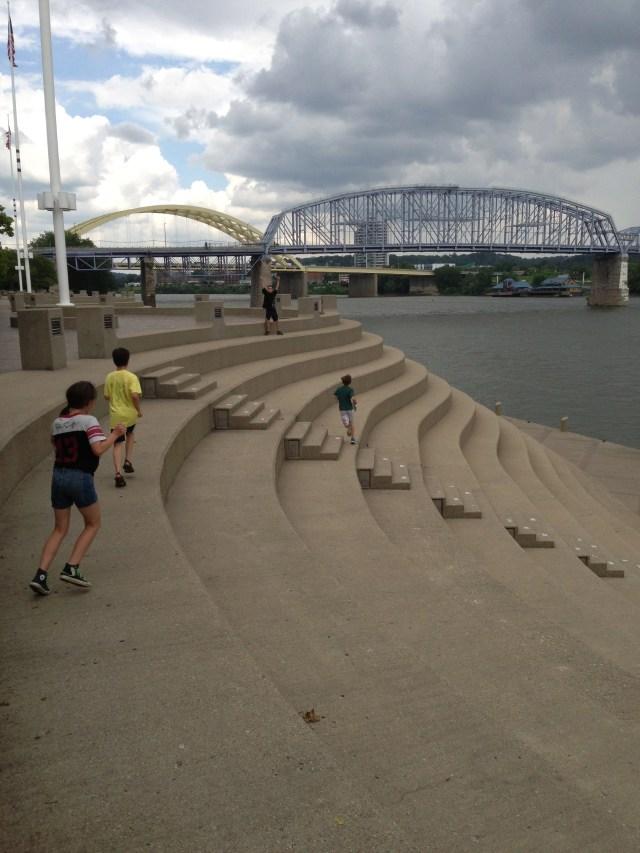 Walking Tour of Cincinnati: Serpentine Wall