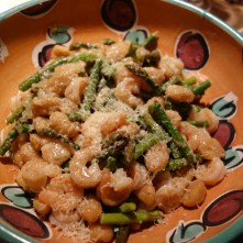 Shrimp with asparagus, topped with Parmesan