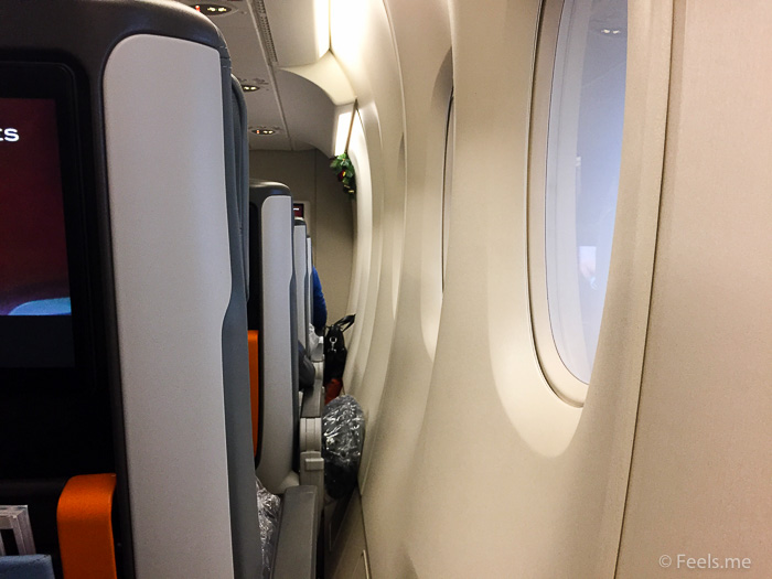 Singapore Airlines PVG SIN Premium Economy A bit of space for window seats