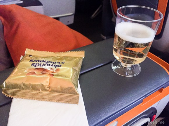 Singapore Airlines PVG SIN Premium Economy Welcome champange and nuts