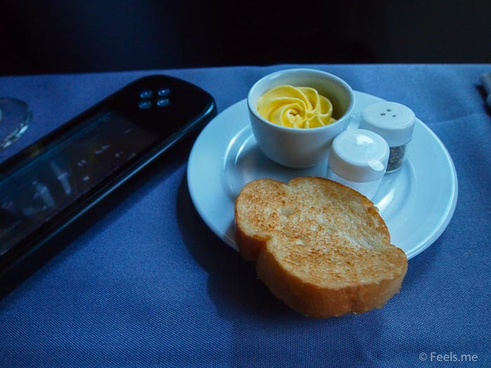 United UA2 SIN SFO: Garlic Bread