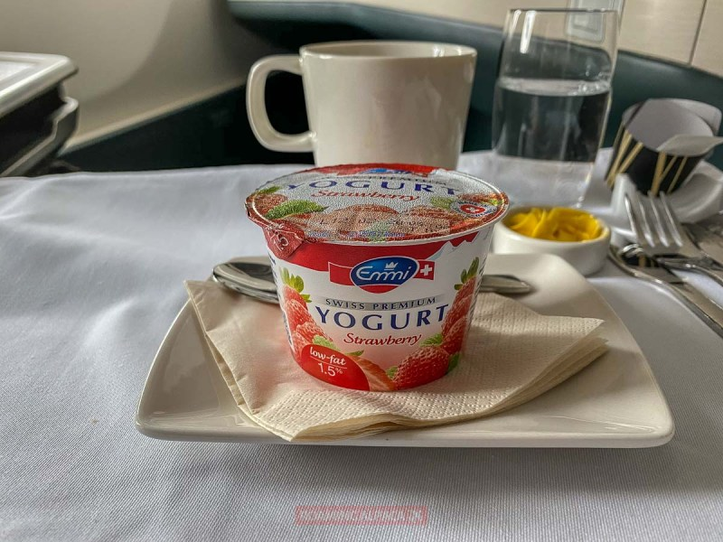 Cathay Pacific SIN HKG CX692 Business Vegetarian