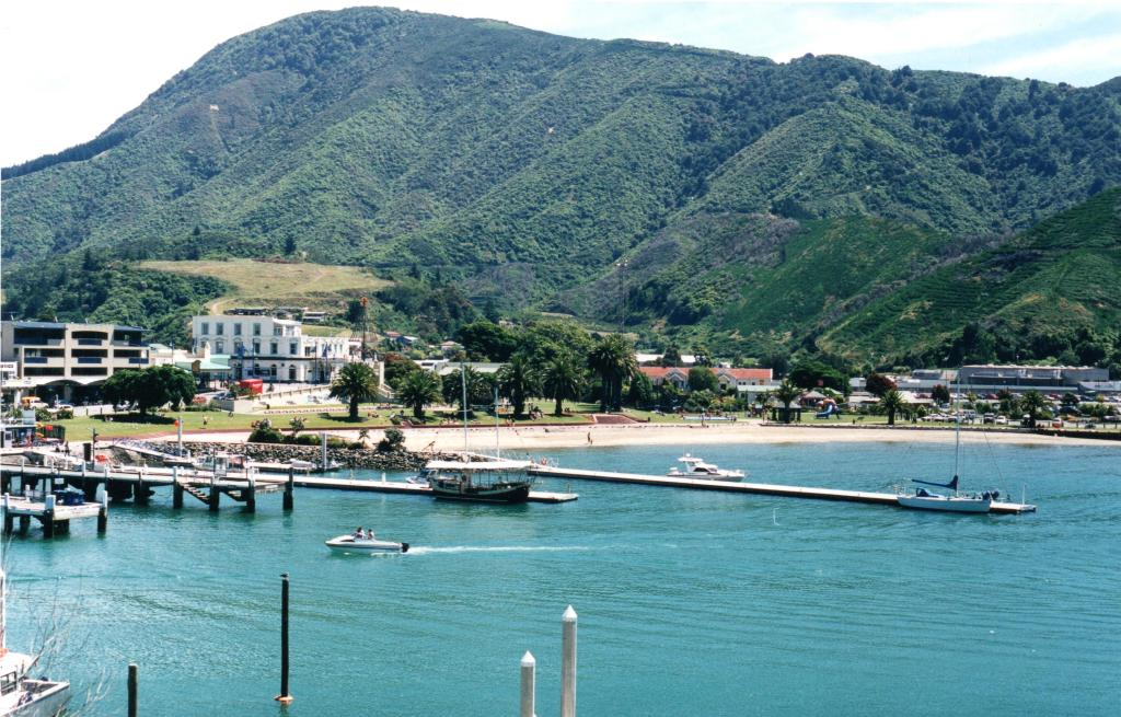 Picton harbour c.2003 - Rob Gregory Author