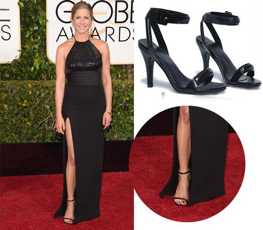 sandale noire pour assortir à une robe de soirée noire longue fendue