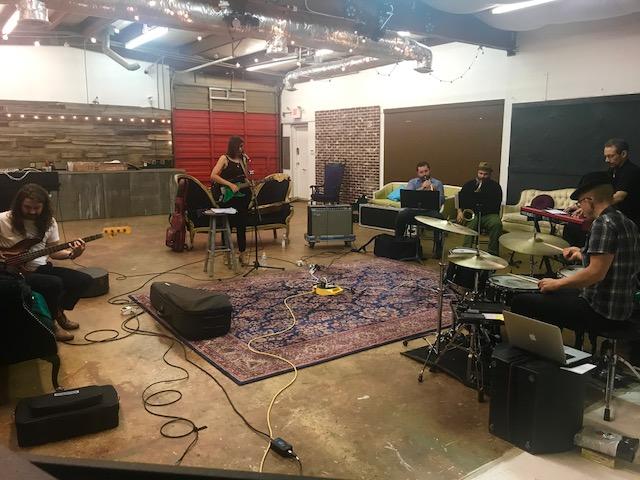 Roberta mentre registra in studio a Memphis!